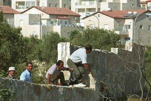Palestinian_workers_in_gilo_1